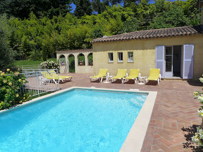 Ferienhaus haus in vence f r 8 personen for Ardeche hotel avec piscine